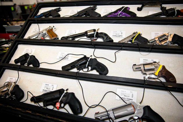 Noin 160000 yhdysvaltalaista surmasi itsensä ampumalla 2007–2014.