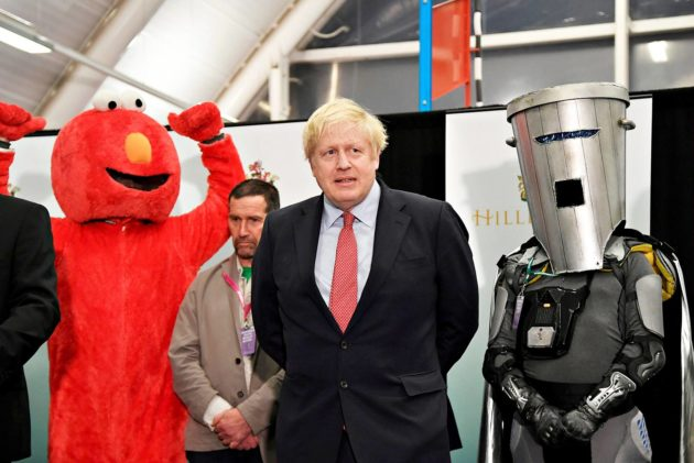 Pääministeri Boris Johnson seurasi vaalien tuloslaskentaa Uxbridgessä 13. joulukuuta 2019.