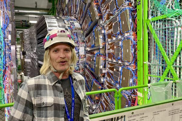 Cernin nykyinen Suuri hadronitörmäytin LHC on 27 kilometriä pitkä. Juska Pekkasen mukaan suunnitteilla oleva seuraava törmäytin tulee olemaan noin sadan kilometrin mittainen.