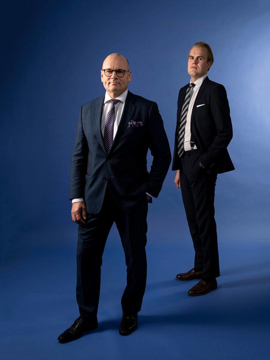 Pesänhoitaja, asianajaja Mikko Tiilikka ja lakimies Jens Lindén.