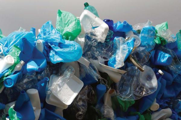 Kuvakaappaus EIA:n ja Greenpeacen muovijäteraportista.