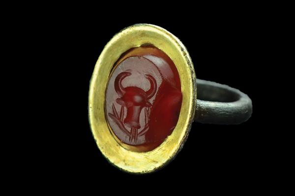 Beta Samatin kaupungin raunioista on löytynyt muun muassa sormus, jonka muistuttaa tyyliltään roomalaisia koruja.