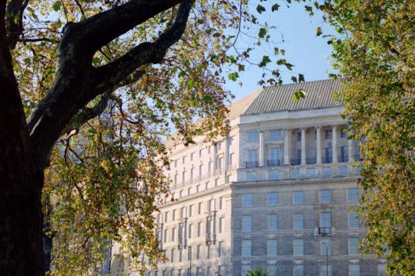 Britannian salaisen palvelun päämaja sijaitsee Thames Housessa Lontoossa.