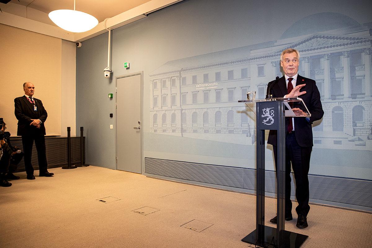 Eronnut pääministeri Antti Rinne (sd) Valtioneuvoston linnassa Helsingissä 3. joulukuuta 2019.