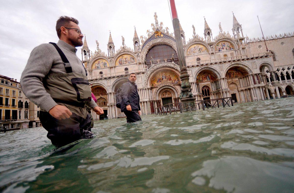 Pyhän Markuksen tori Venetsiassa 15. marraskuuta.