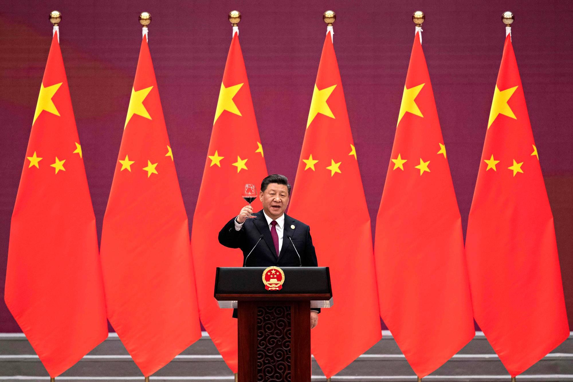 Presidentti Xi Jinping nosti juhlapuheensa päätteeksi maljan Kiinan Tie ja vyö -investointiohjelman tilaisuudessa Pekingissä 26. huhtikuuta 2019.