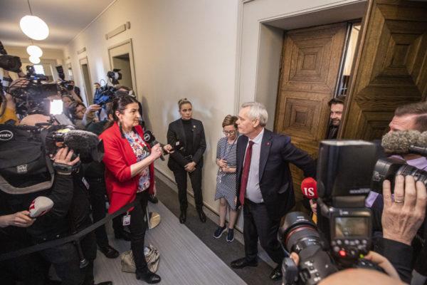Pääministeri Antti Rinne tapasi Sdp:n ryhmäkokouksen päätyttyä median edustajia 3. joulukuuta 2019. Hän jätti samana päivänä hallituksensa eronpyynnön.