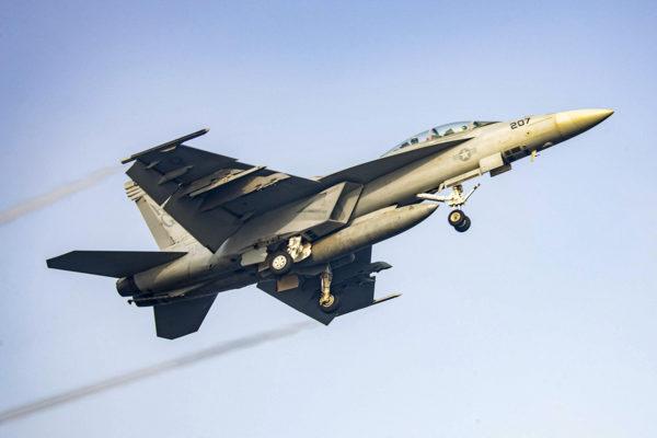 Boeing valmistaa F/A-18 Super Hornet -hävittäjää, jota käyttää muun muassa Yhdysvaltain laivasto. Konetyyppi on ehdolla Suomen Hornet-hävittäijen korvaajaksi.