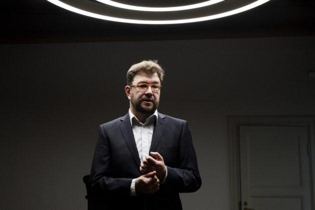 Liikenne- ja viestintäministeri Timo Harakka.