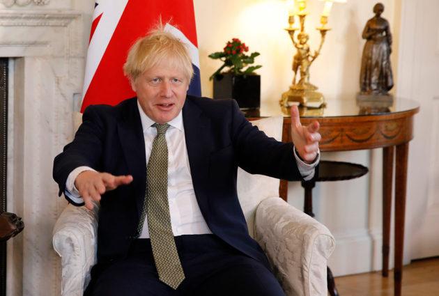 Britannian pääministeri Boris Johnson virka-asunnollaan 21. tammikuuta 2020.