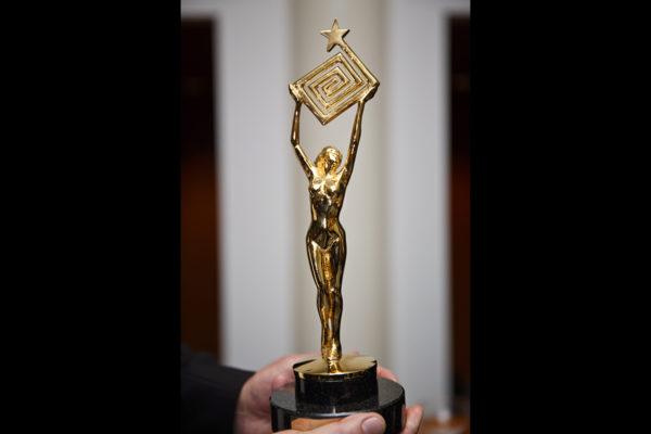 Kultainen Venla -palkinto.