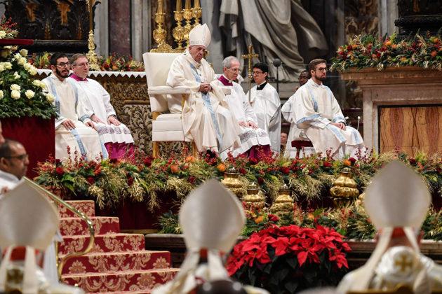 Paavi Franciscus uuden vuoden messussa Pietarinkirkossa Vatikaanissa 1. tammikuuta 2020.