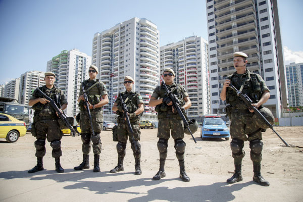 Brasilialaisia sotilaita Rio de Janeirossa elokuussa 2016.