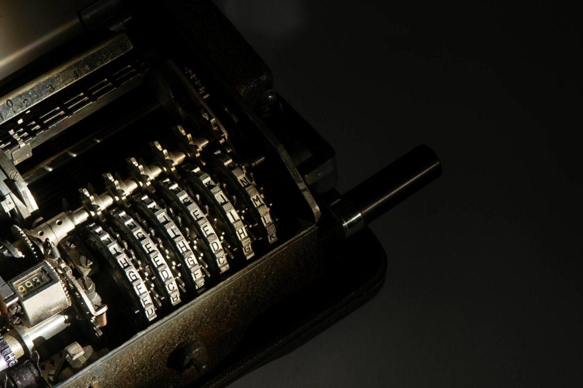 Crypto AG:n valmistama salakirjoituslaite Suomen ulkoministeriön kokoelmista.