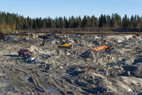 Sotkamo Silverin hopeakaivoksen patoalueen rakennustöitä lokakuussa 2018. Kuvituskuva.