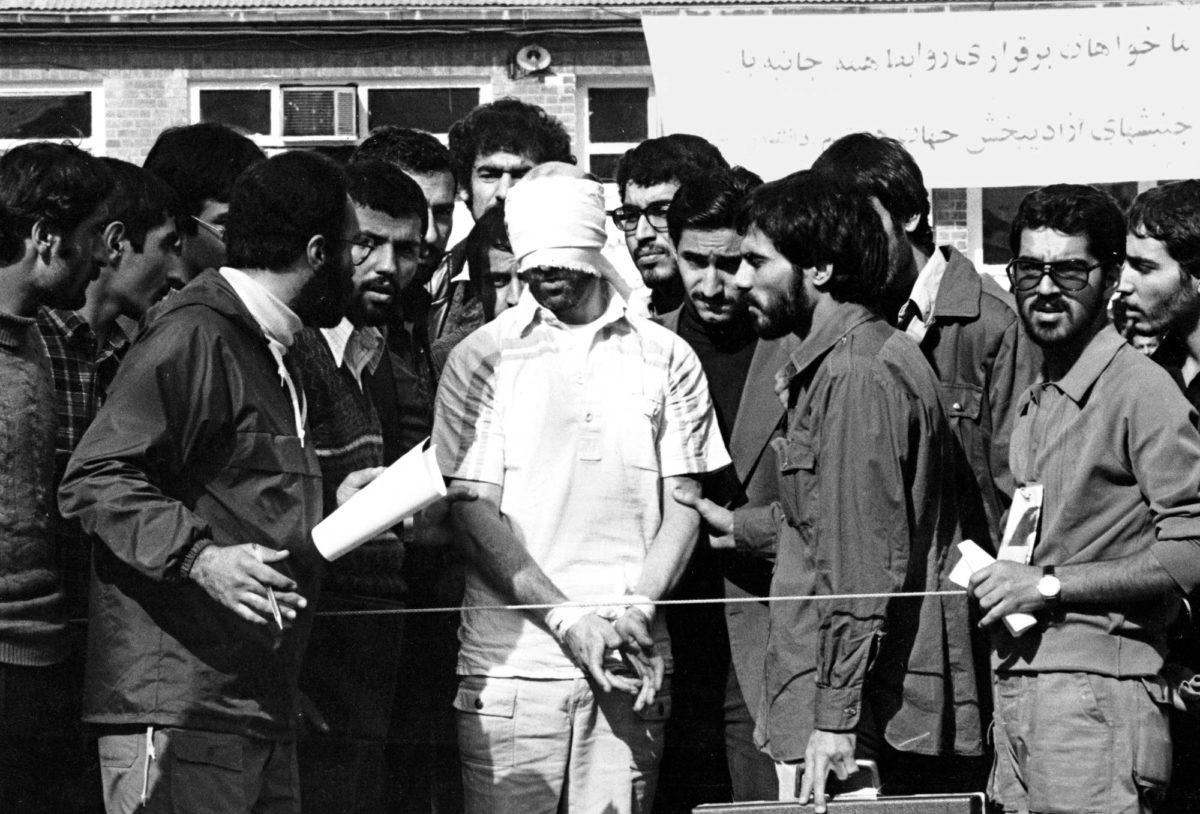 Iran oli ennen islamilaista vallankumousta Crypton laitteiden suurostaja. Siitä oli hyötyä, kun islamistiopiskelijat ottivat amerikkalaisia panttivangeiksi vuonna 1979.