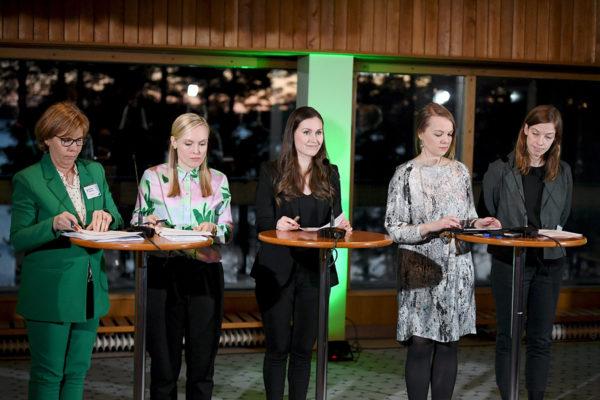 Hallituksen johtoviisikko kertoi ilmastorahaston perustamisesta tiedotustilaisuudessa 3. helmikuuta. Vasemmalta oikeusministeri Anna-Maja Henriksson (r), sisäministeri Maria Ohisalo (vihr), pääministeri Sanna Marin (sd), valtiovarainministeri Katri Kulmuni (kesk) ja opetusministeri Li Andersson (vas).