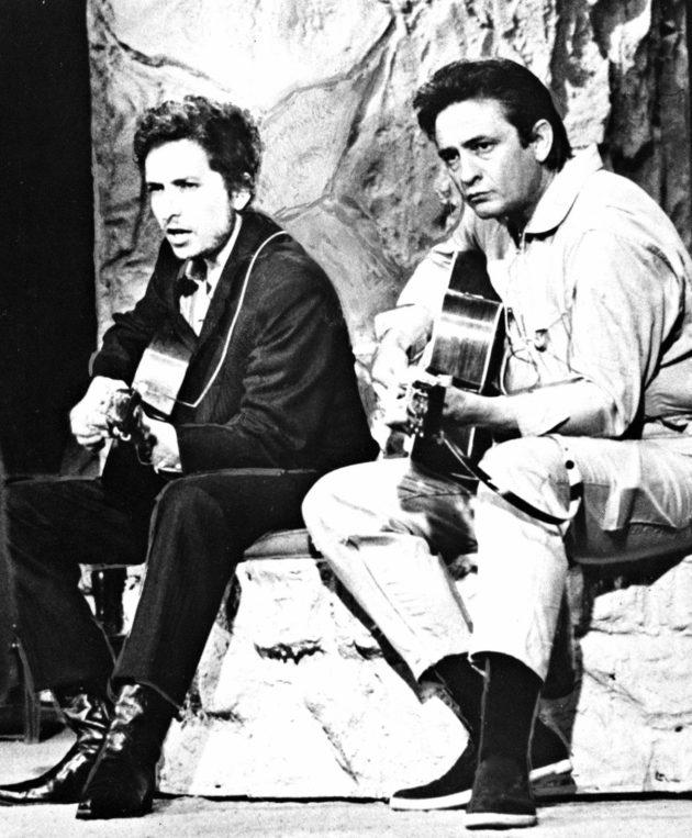 Johnny Cash otti Bob Dylanin suojelukseensa Nashvillessä.