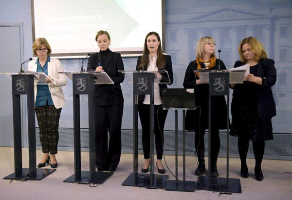 Hallitus piti 16.3. tiedotustilaisuuden, jossa se kertoi poikkeustoimista ja valmiuslain ottamisesta käyttöön. Vasemmalta ministerit Anna-Maja Henriksson (r), Katri Kulmuni (kesk), Sanna Marin (sd), Aino-Kaisa Pekonen (vas) ja Krista Kiuru (sd).