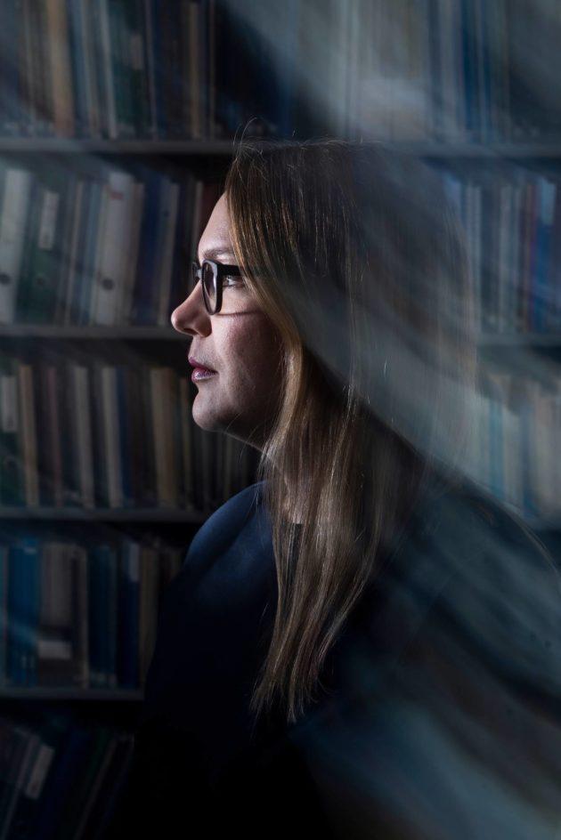 Eveliina Lyytinen tutkii kielteisen turvapaikkapäätöksen saaneiden käännytyksiä.