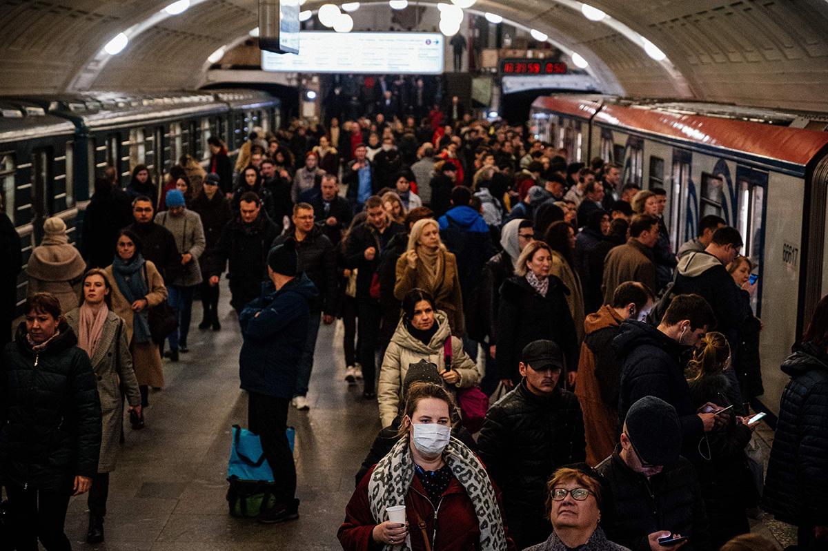 Moskovan metrossa riitti väkeä vielä 10. maaliskuuta.