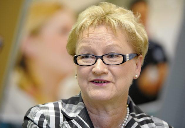 Anneli Taina toimi puolustusministerinä Paavo Lipposen (sd) hallituksessa 1995–1999.