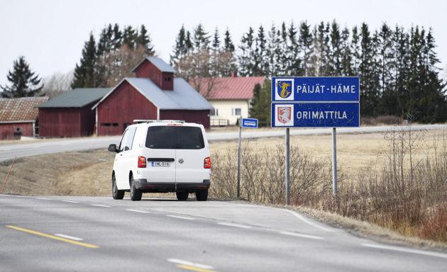 Poliisipartio Päijät-Hämeen ja Uudenmaan maakuntarajalla Orimattilan ja Myrskylän kuntarajalla 25. maaliskuuta 2020.
