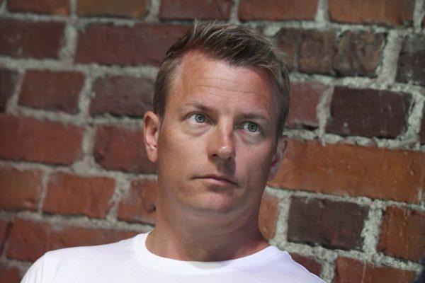 Formulakuljettaja Kimi Räikkönen on tunnetuimpia koronan takia kotimaahan vetäytyneitä suomalaisia. Hän ei halunnut kommentoida veroasioitaan SK:lle.