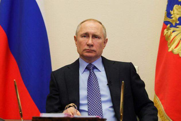 Venäjän presidentti Vladimir Putin keskusteli aluejohtajien kanssa koronavirustilanteesta puhelinkokouksessa 30. maaliskuuta.