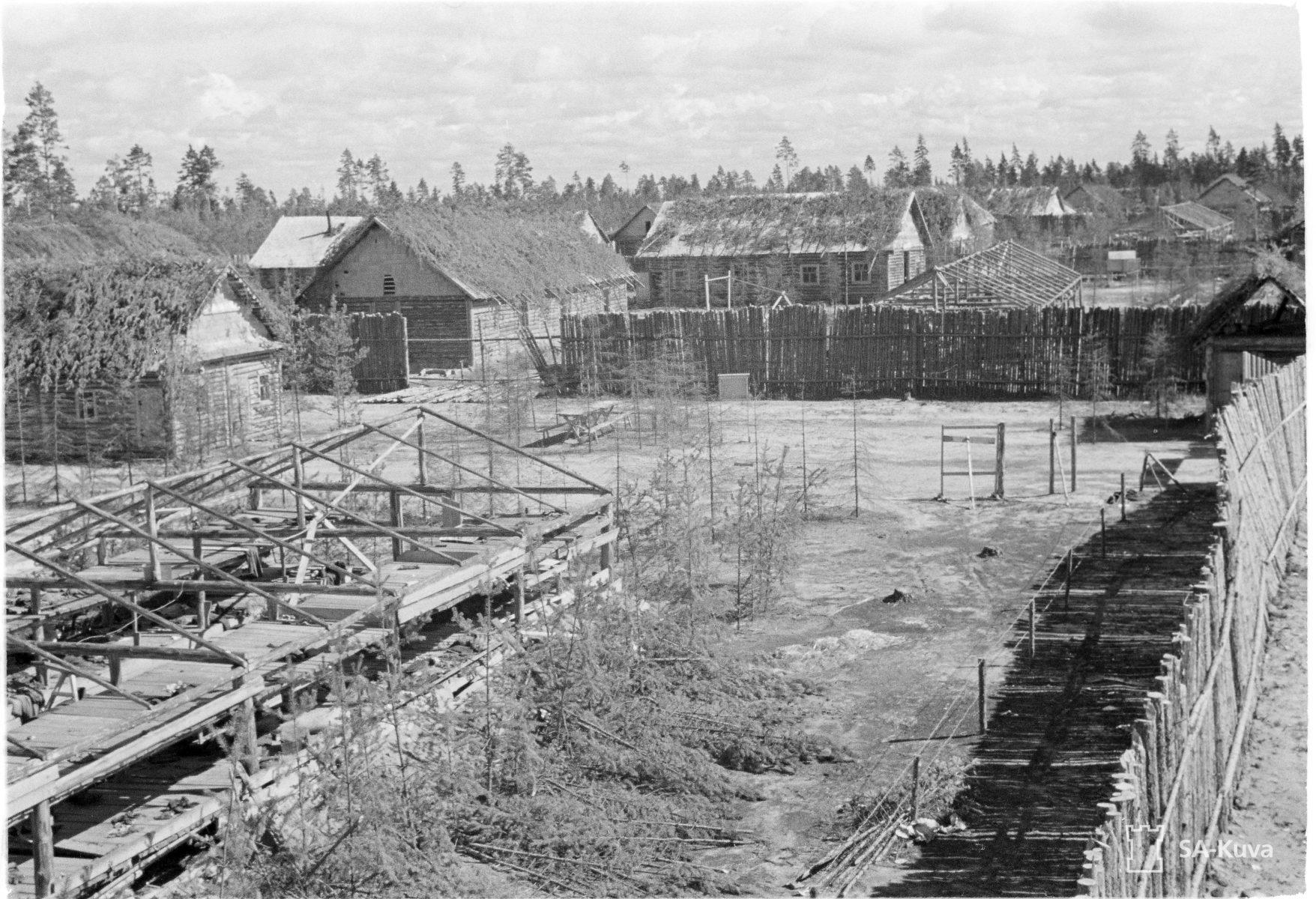 Näköaloja Vitelen keskitysleirin vartiotornista kesällä 1941.