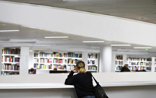 Monet opiskelijat kokevat stressiä aiheuttavan vitkastelun ongelmaksi.