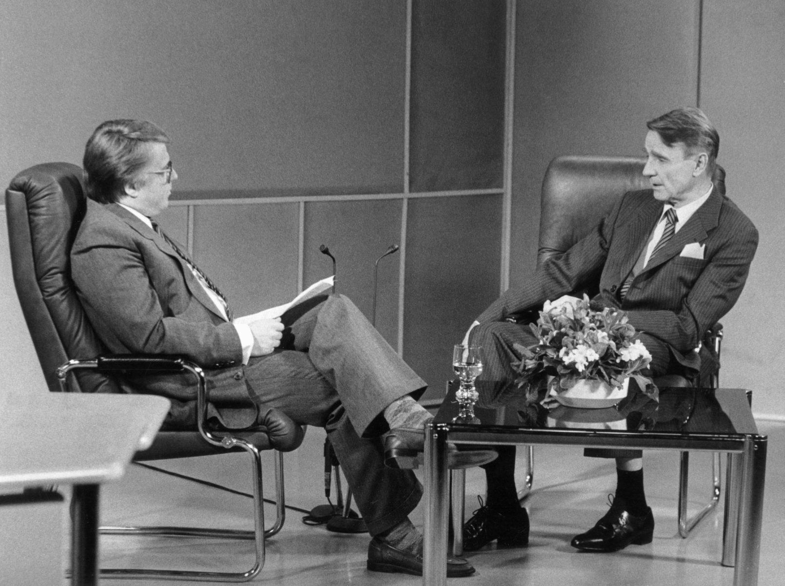 Pekka Hyvärinen haastatteli tasavallan presidentti Mauno Koivistoa MTV:n Sunnuntairaporttiin 1985. Samana vuonna hänet houkuteltiin Suomen Kuvalehden päätoimittajaksi.