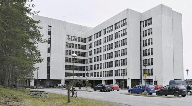 Nihtisillan vastaanottokeskus perustettiin tyhjäksi jääneeseen toimistorakennukseen vuonna 2015.
