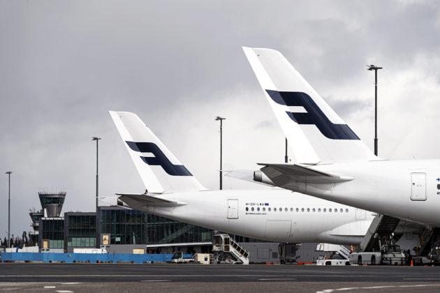 Finnairin lentokoneita Helsinki-Vantaan lentokentällä 14. huhtikuuta.