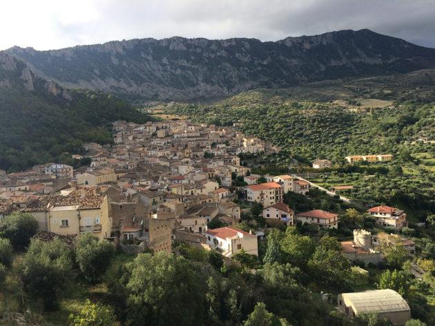 Civitan kaupunki Etelä-Italiassa. Kuvituskuva.
