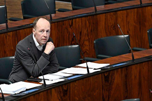 Perussuomalaisten Jussi Halla-aho on vaatinut hallitukselta tiukempia toimia kriisin tukahduttamiseksi.