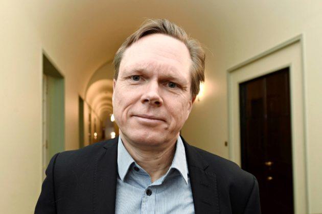 Valtiosääntöoikeuden professori Tuomas Ojanen on tuttu näky eduskunnassa.
