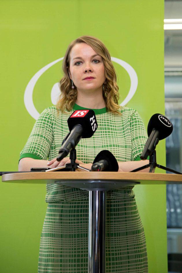 Katri Kulmuni kertoo tavoittelevansa jatkokautta keskustan puheenjohtajana.