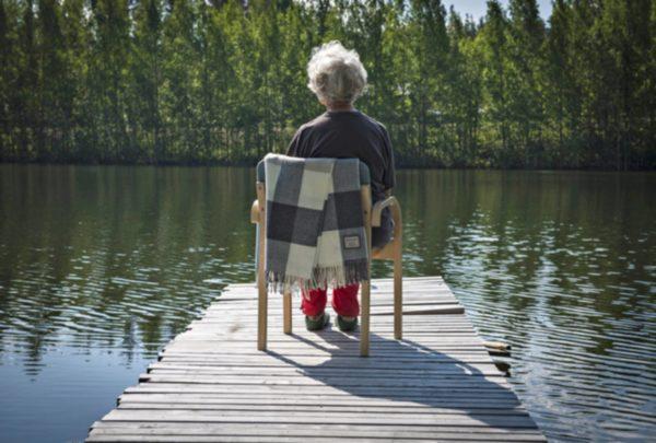 Tutkimus viittaa siihen, että yksinäisyyden tunne vähenee vanhetessa.