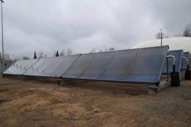 Vajaa kolmasosa Etelä-Savossa sijaitsevan Puumalan kaukolämmöstä tuotetaan aurinkokeräimillä.