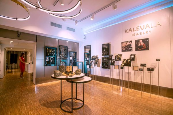 Kalevala Korun oma myymälä muuttaa syyskuun alussa Helsingin Pohjoisesplanadilta Keskuskadulle.