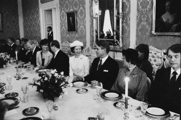Mauno Koiviston 60 vuotta juhlittiin 25. marraskuuta 1983. Presidentin vieressä istuivat Tanskan prinsessa Benedikte ja Norjan prinsessa Astrid.