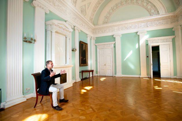Pormestari Jan Vapaavuori Helsingin kaupungintalon juhlatilassa Empiresalissa 25. kesäkuuta.