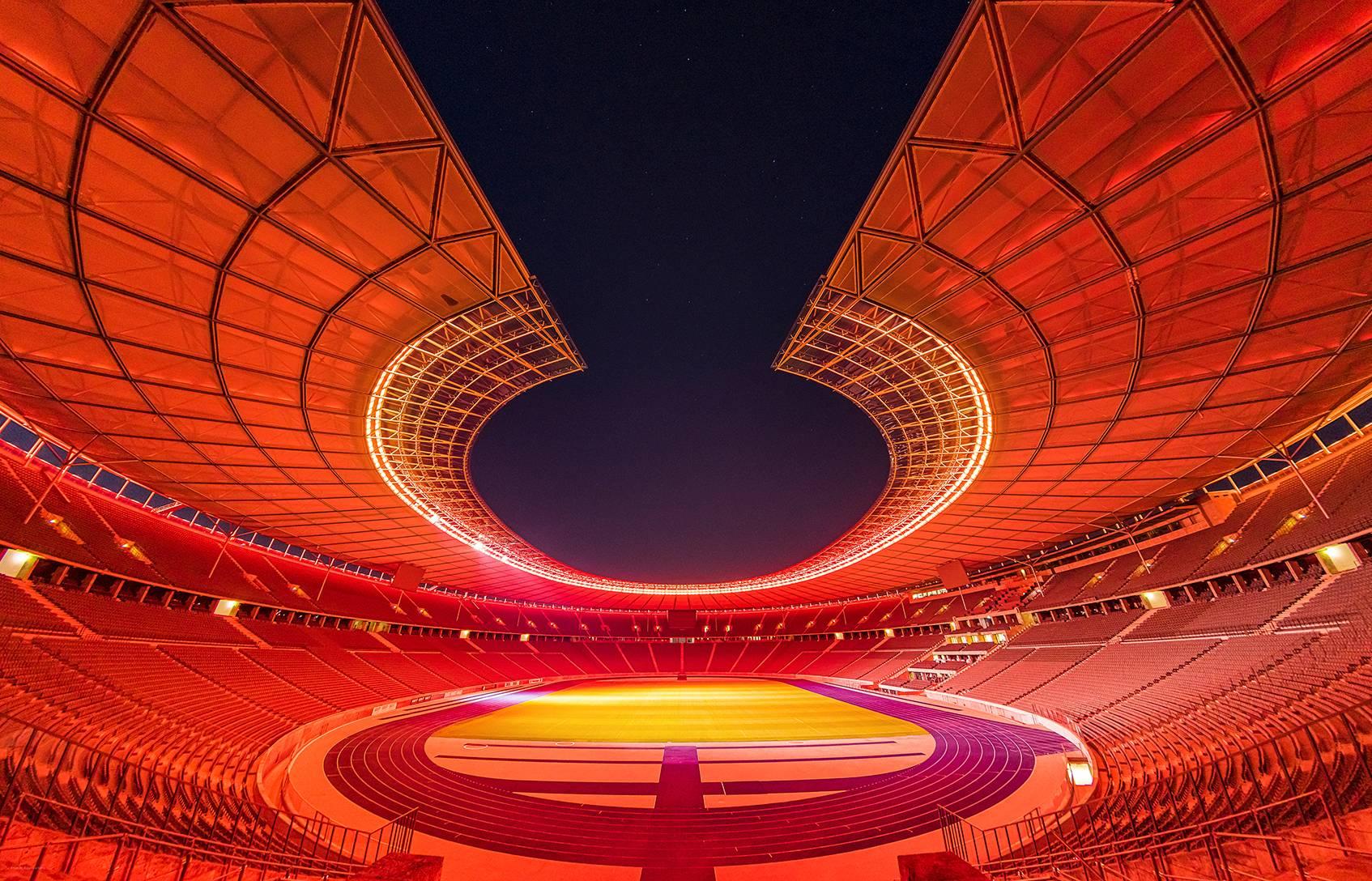 Berliinin olympiastadion. Valaistuksen on suunnitellut Mikki Kunttu ja valojärjestelmän toteuttanut Rüdiger Lanz.