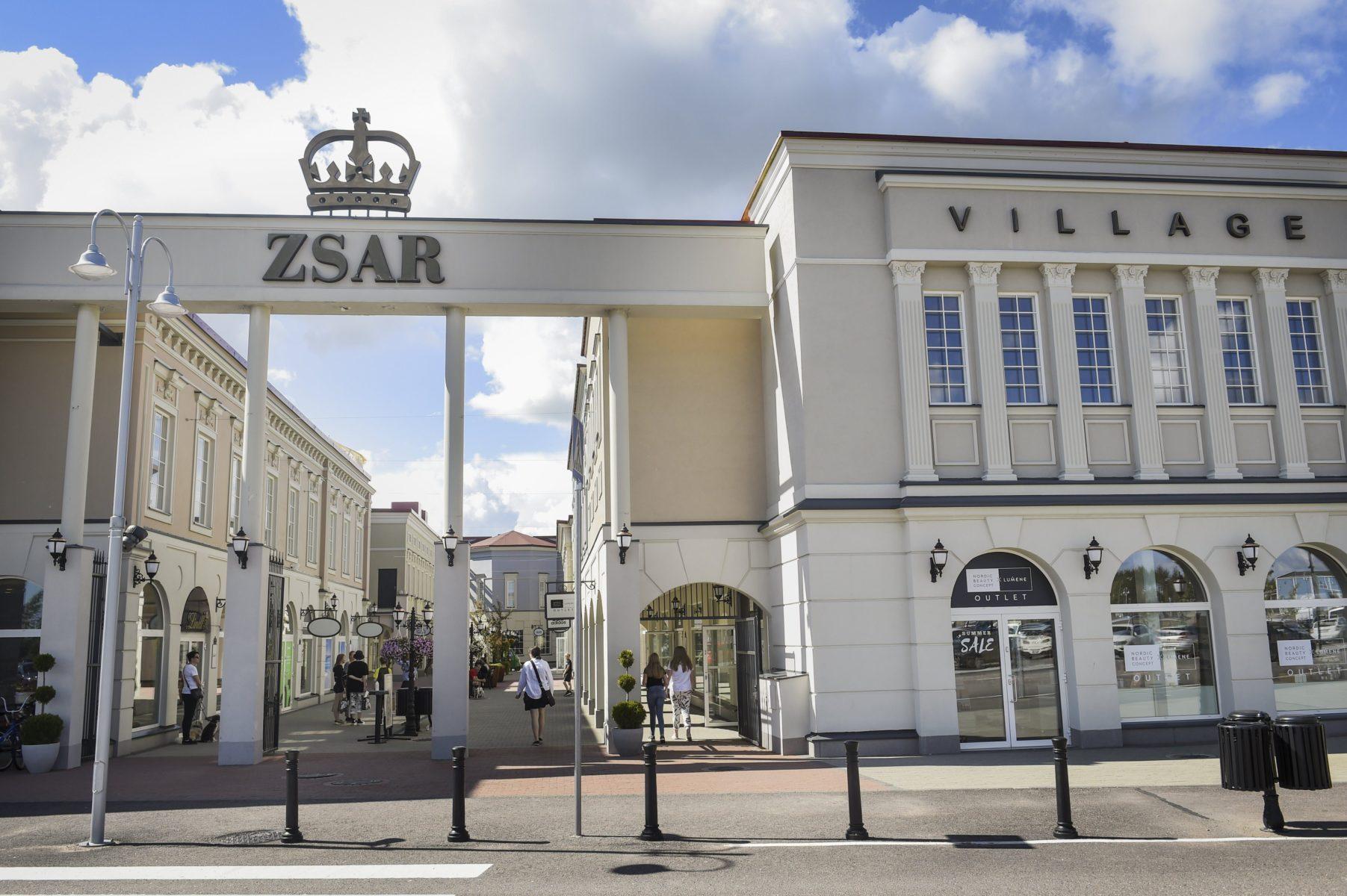 Zsar Outlet Village -kauppakeskus Virolahdella 13. heinäkuuta 2020.