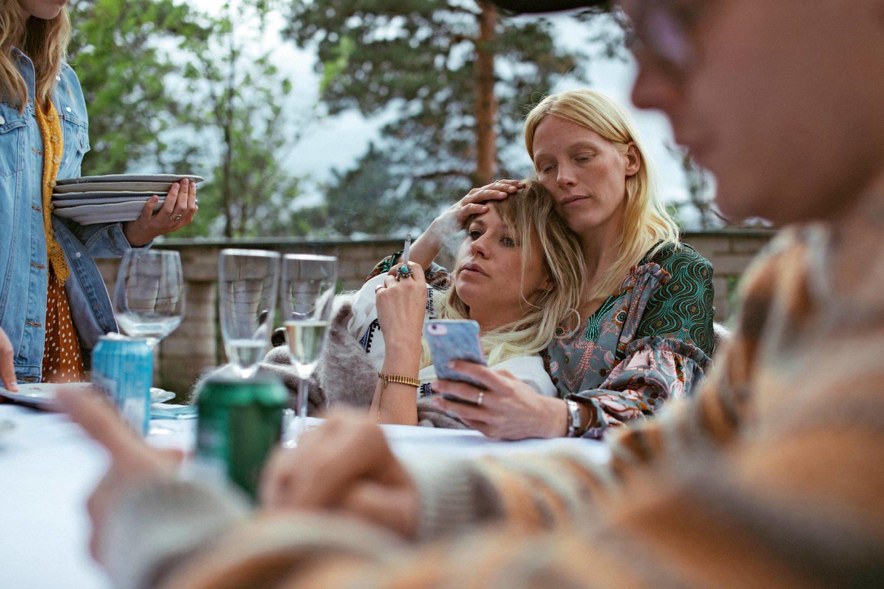Emmi Parviainen (vas.) ja Laura Birn.