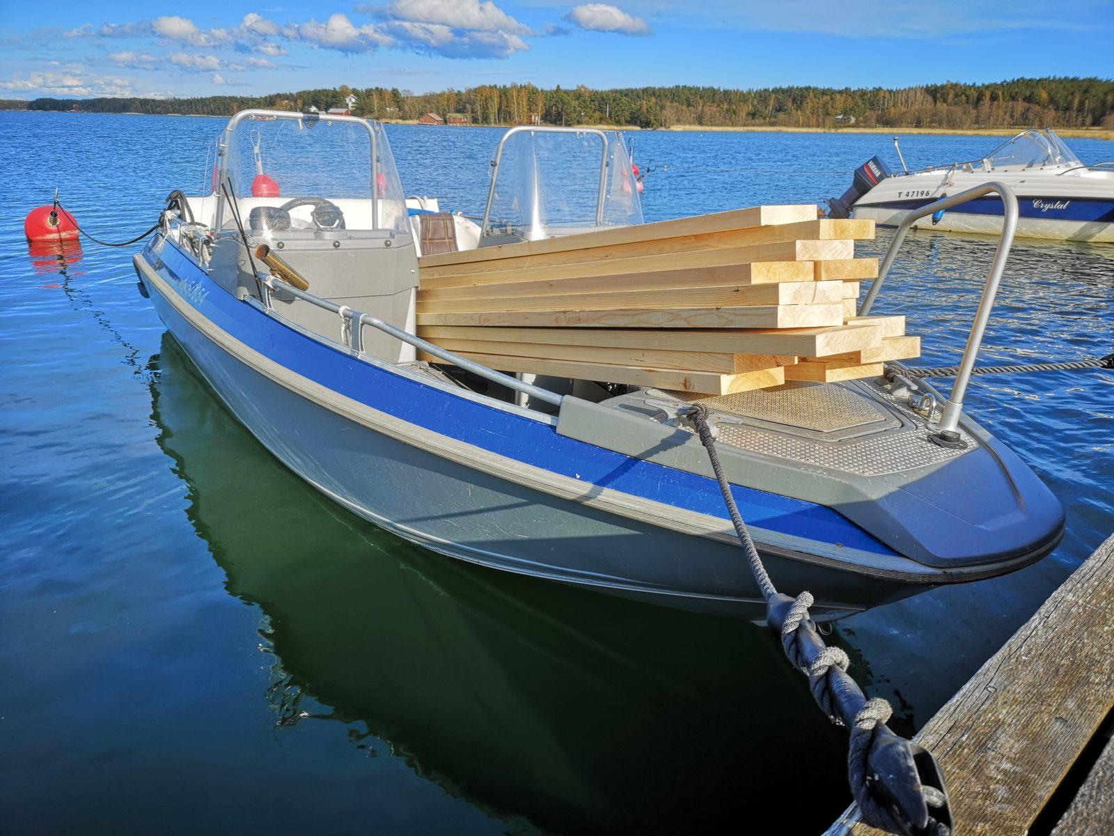 Sahatavara liikkui myös Korppoossa, jossa veneellä lautaa ja lankkua rahdattiin Hevonkackin saareen.
