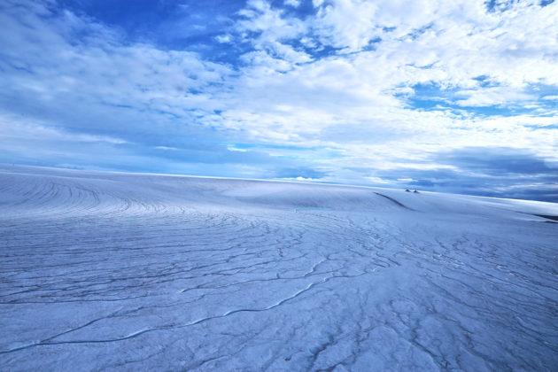 Tutkijat vertasivat Marsin pinnanmuotoja Kanadan Devoninsaarella sijaitsevan jäätikön alla kulkeviin sulamisvesikanaviin.