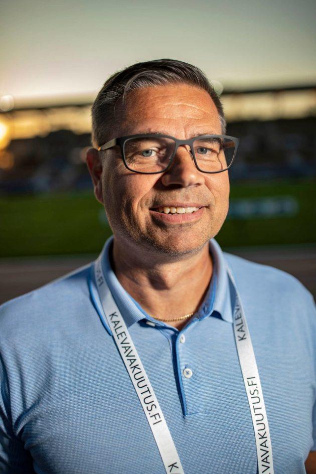 Suomen olympiakomitean huippu-urheiluyksikön johtaja Kalevan kisoissa Turussa.