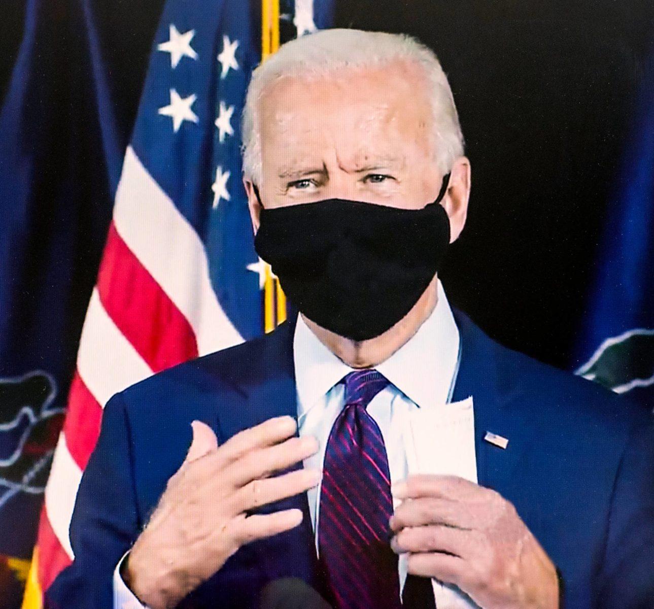 Joe Biden esiintyi kesäkuun lopussa Pennsylvaniassa maski kasvoillaan.